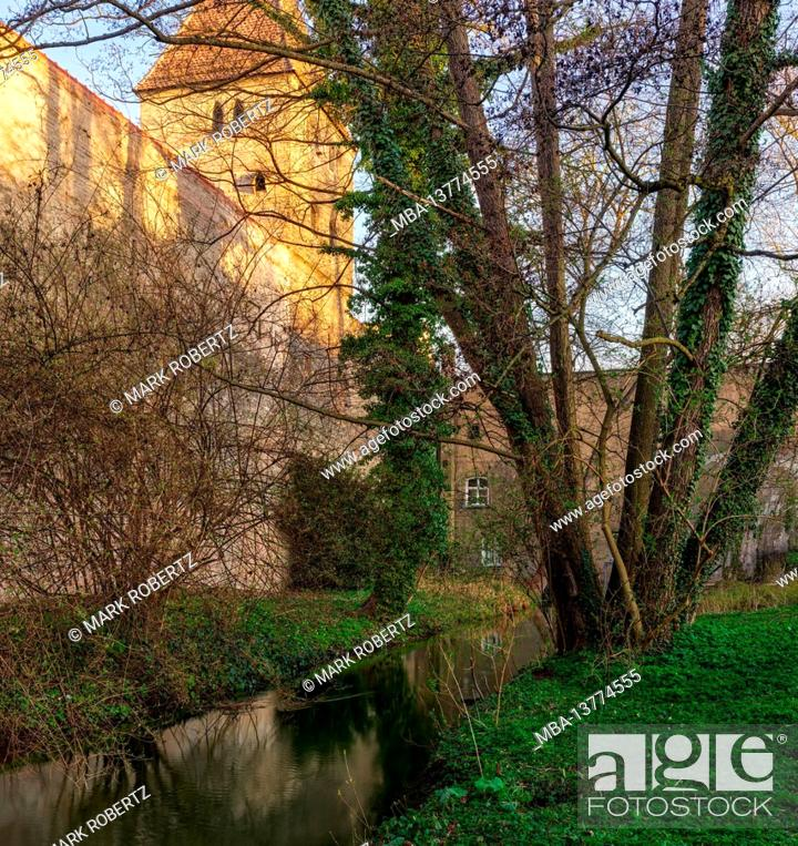 Imagen: Tower, water tower, wall, city wall, brick wall, brick, historical building, canal, Lech Canal, UNESCO, UNESCO world heritage, world heritage monument, monument.