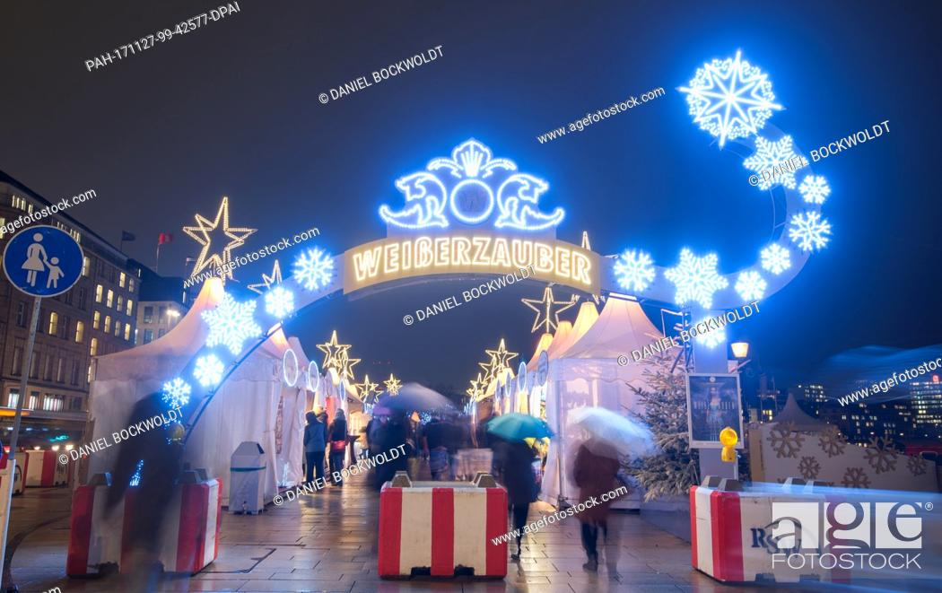 "Stock Photo: Visitors walk across the grounds of the """"Weißer Zauber"""" Christmas market at the Jungfernstieg in Hamburg, Germany, 27 November 2017."