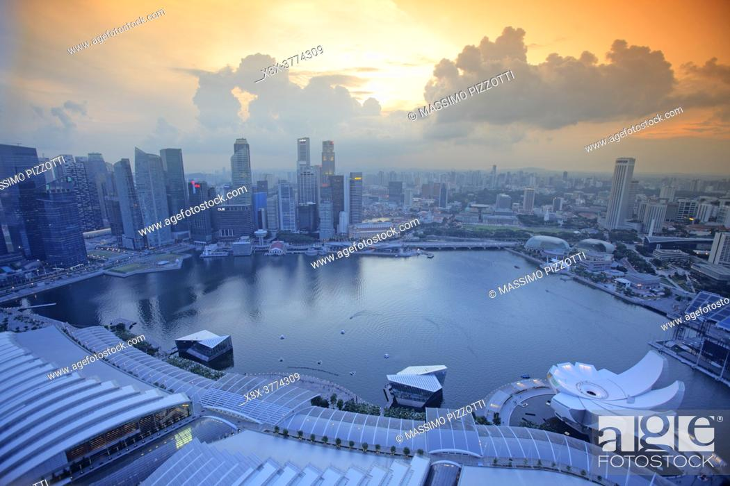 Imagen: View of the the bay from the Marina Bay Sand Hotel, Singapore.