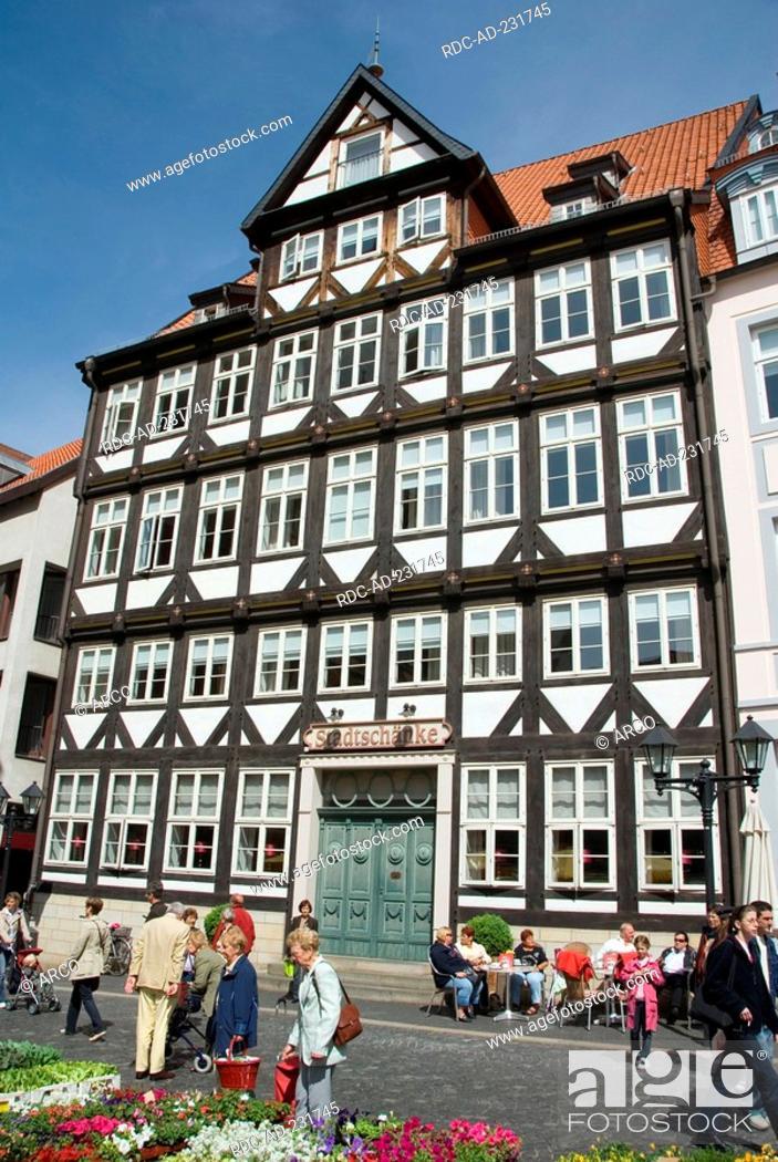 City tavern, built 1666, market square, Hildesheim, Lower Saxony ...