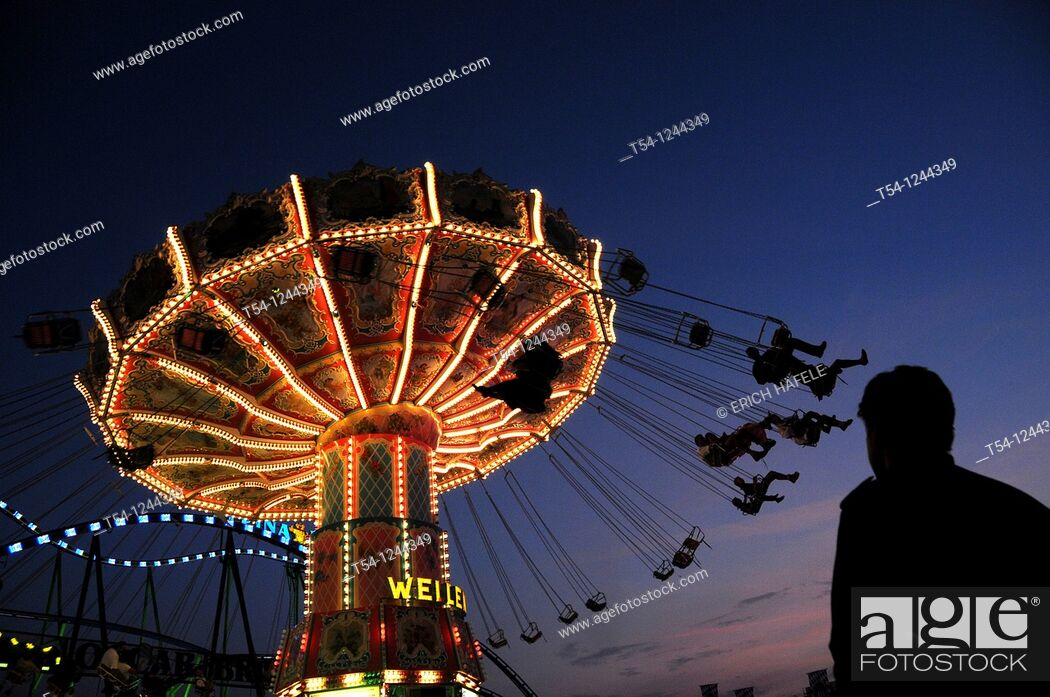 Stock Photo: Kettenkarussel of the Munich Oktoberfest in the twilight.