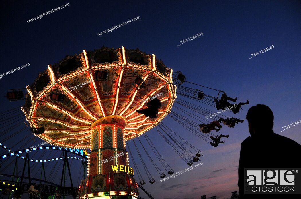 Stock Photo: Kettenkarussel of the Munich Oktoberfest in the twilight.