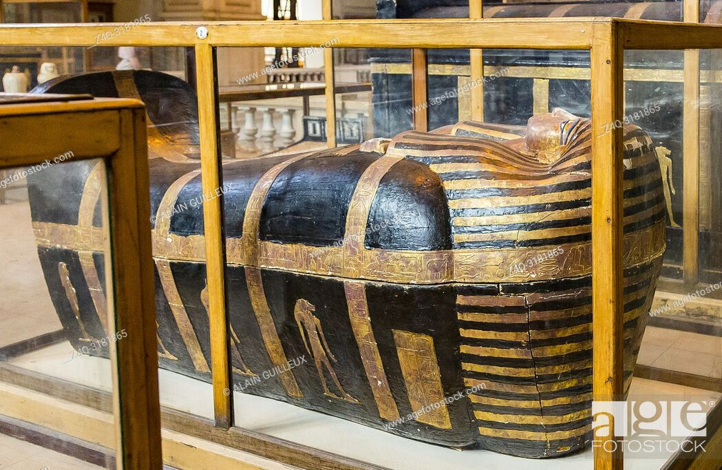 Imagen: Egypt, Cairo, Egyptian Museum, from the tomb of Yuya and Thuya in Luxor : Mummy-shaped (second) coffin of Yuya.