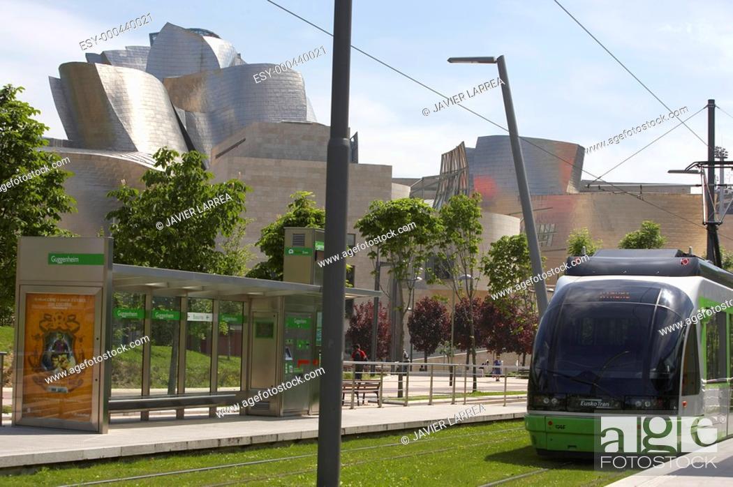 Photo de stock: Tram stop. Guggenheim Museum. Bilbao. Bizkaia. Euskadi. Spain.
