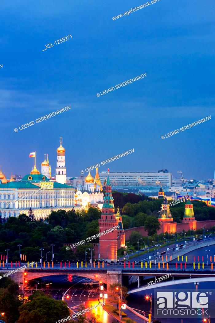 Stock Photo: The Moskva river and the Kremlin at night  Moscow, Russia.