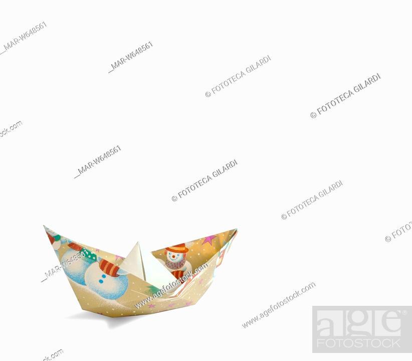 Origami Barchetta Di Carta Da Regalo Con Pupazzo Di Neve Stock
