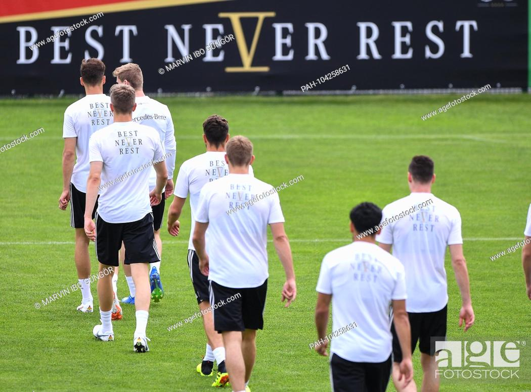 Imagen: Players before Best Never Rest. GES / Football / Preparing for the 2018 World Cup: Training of the German national team in South Tyrol, 24.05.