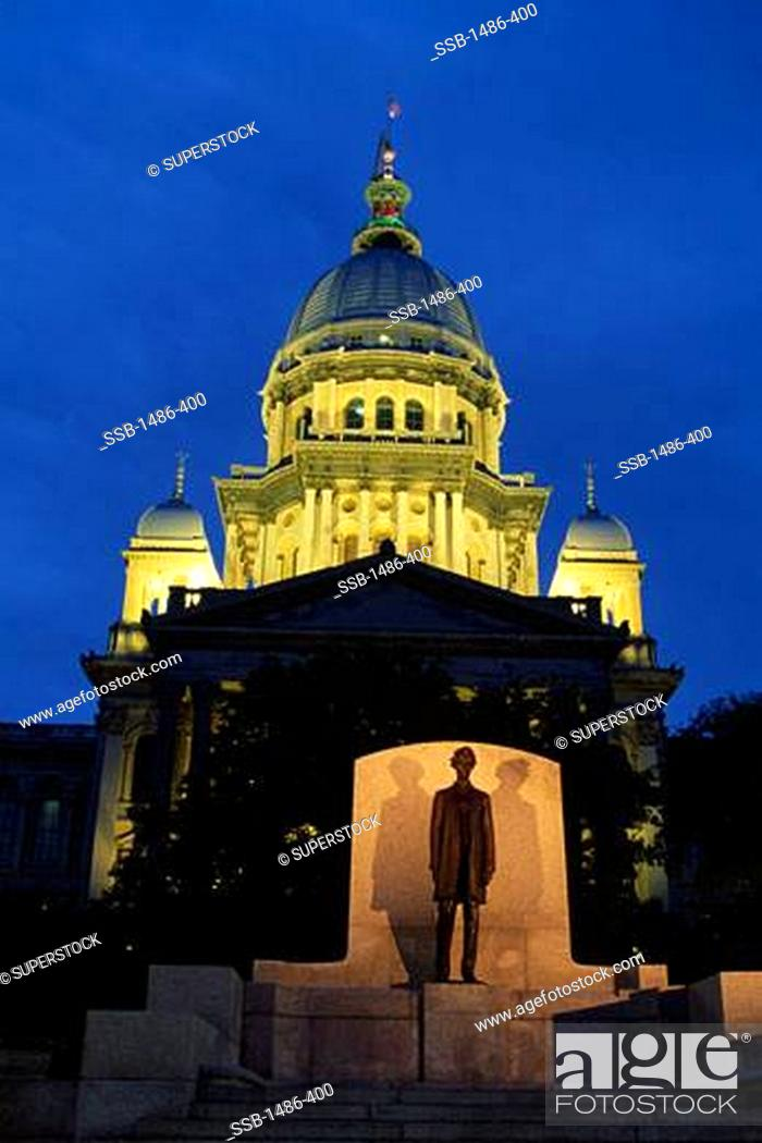 Stock Photo: Government building lit up at night, Illinois State Capitol, Springfield, Illinois, USA.