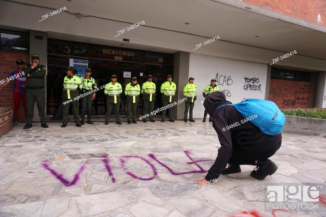 Imagen: Women celebrate international women's day in Bogota city.
