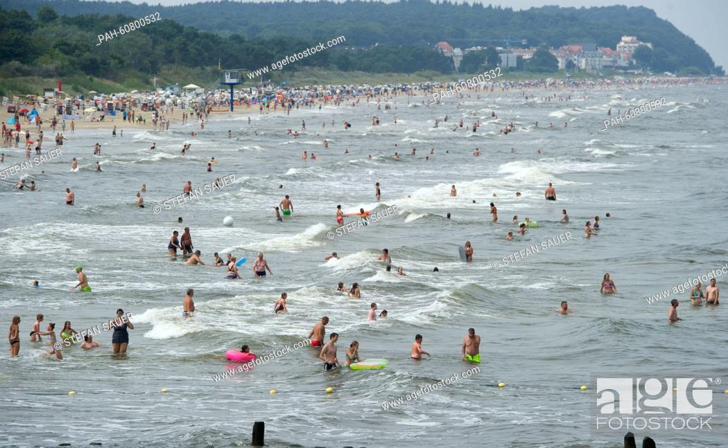 Stock Photo: Many tourists enjoy the hot weather at the beach in Heringsdorf, on the Island of Usedom, Germany, 15 August 2015. PHOTO: STEFAN SAUER/dpa | usage worldwide.