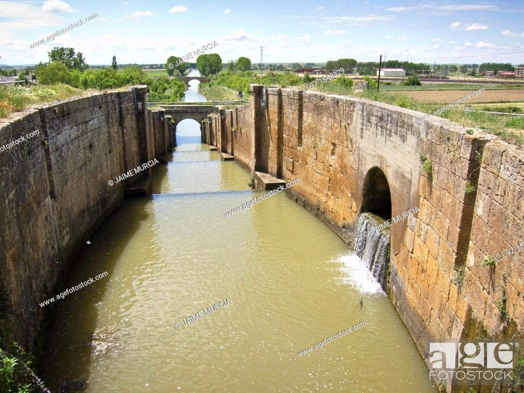 Stock Photo: A boating lock on the Canal de Castilla, town of Fromista.