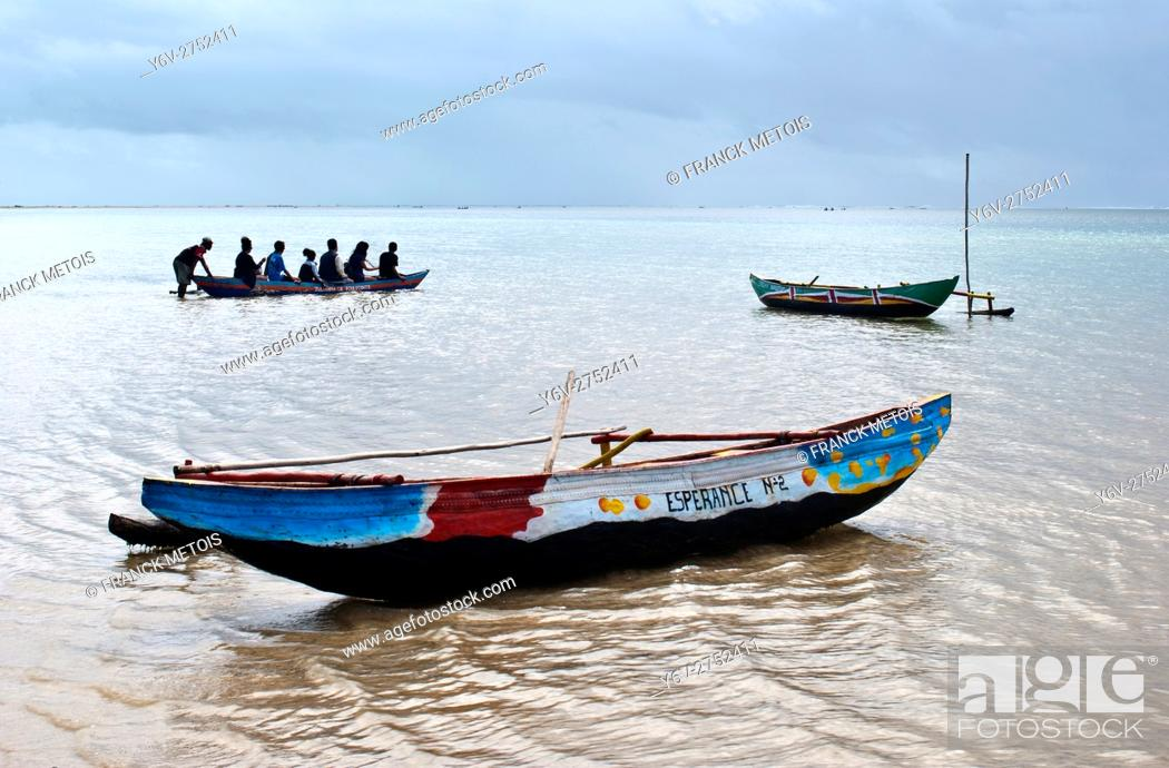 Stock Photo: Tourists going boating to visit the lagoon. At Foulpointe ( Madagascar).