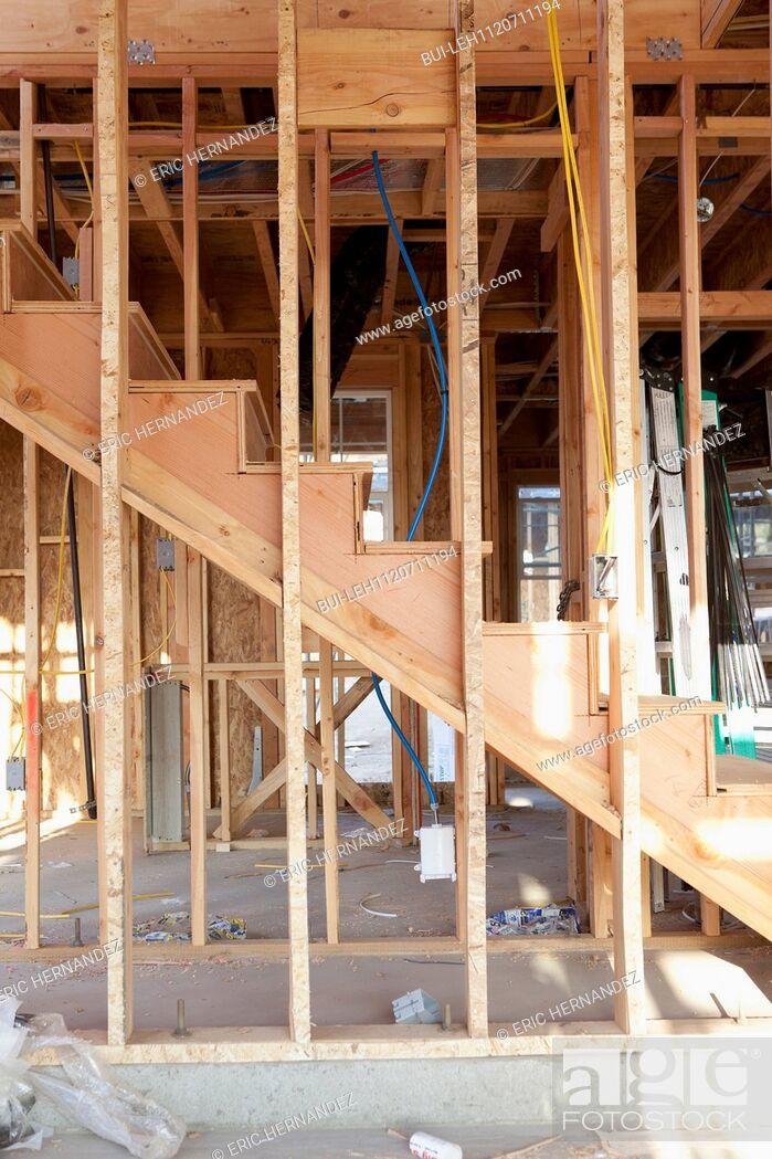 Imagen: Wooden steps of house under construction; Azusa; California; USA.